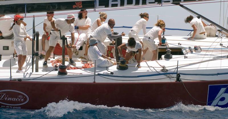teamworking in mare: team building aziendale