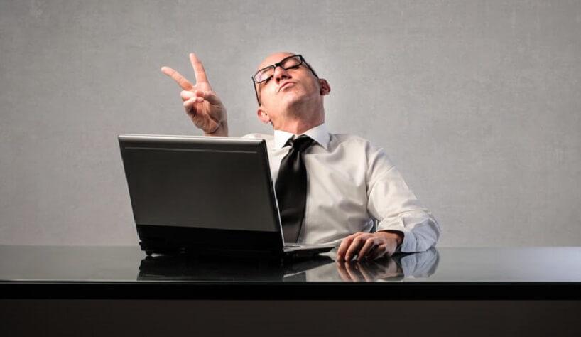 dipendente soddisfatto per uso HR software